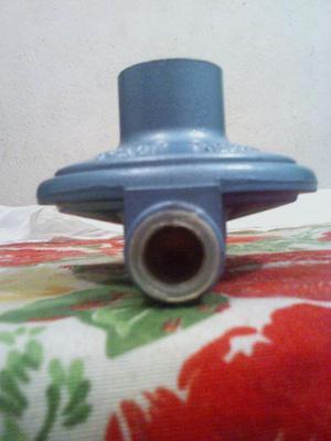 REGULADOR DE GAS DOMESTICO PARA BOMBONA DE 18Y43 KILOS
