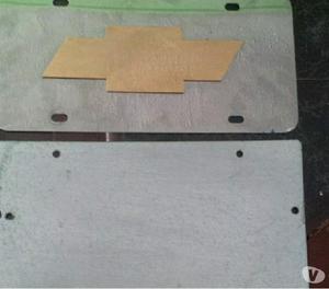 placa decorativa chevrolet con su base
