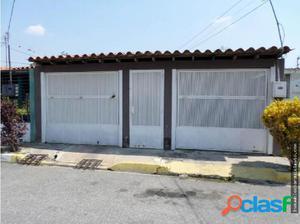 Casa en Venta El Trigal Cabudare 18-4274