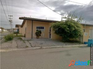Casa en Venta Sta. Eduwigis Cabudare 17-1308