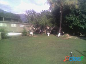 terreno con casa y parque
