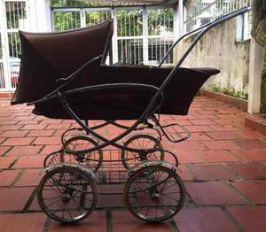 Coche Para Bebé Antiguo Usado. Se Encuentra En San