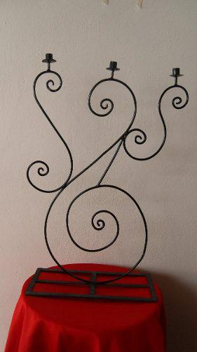 Candelabro Con Forma En Espiral De Hierro Forjado