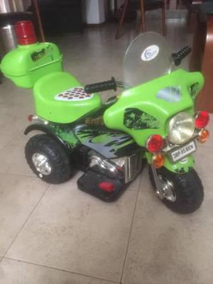 Moto De Bateria Para Niño Casi Nueva Con Cargador Y Bateria