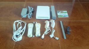 Nintendo Wii, 2 Wiimotes, 2 Nunchuks