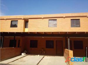 Se Vende Casa al Oeste de Barqto 17-12176