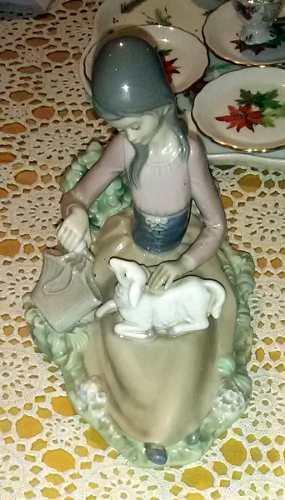 Figura En Porcelana Lladró Niña Con Oveja