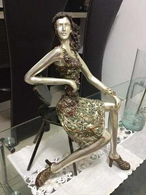 Muñeca De Adorno De Ceramica Con Hierro Forjado