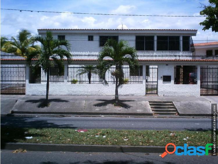 Amplia Casa en Venta en Av Principal Barquisimeto