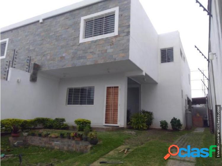 Amplia Casa en Venta en Zona Centrica de Bqto