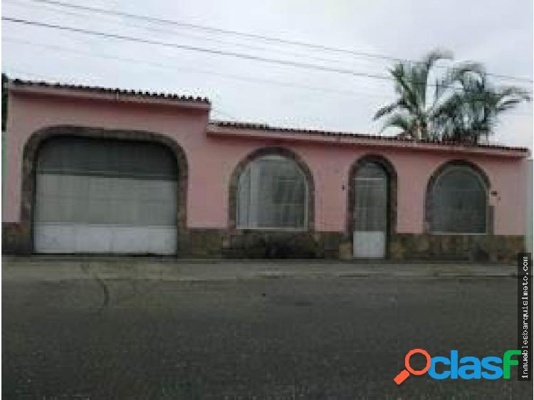 Amplia Casa en Venta en el Oeste de Barquisimeto