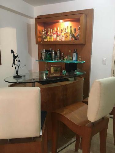 Bar De Madera Y Vidrio Excelente Diseño