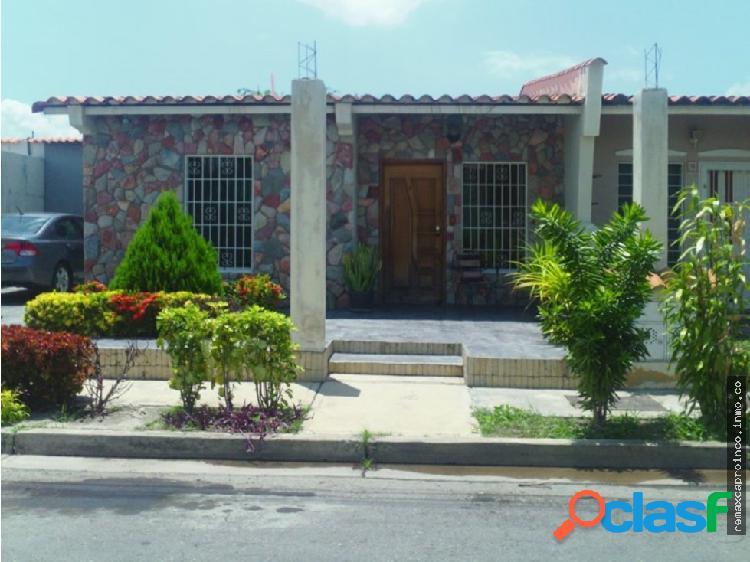 Bella Casa en Urb. Privada en Ciudad Alianza