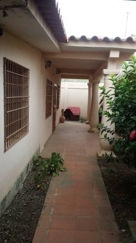 Casa En Venta En El Cuji Norte De Barquisimeto Con Anexos