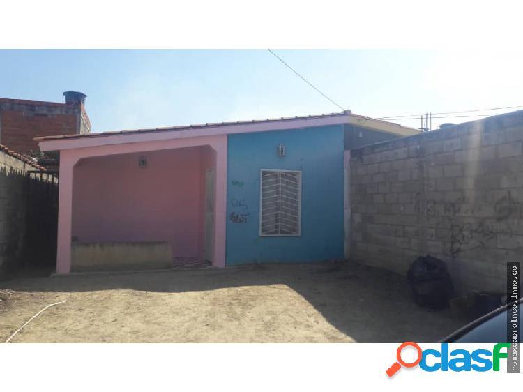 Casa Urb. Los Apamates - Guacara