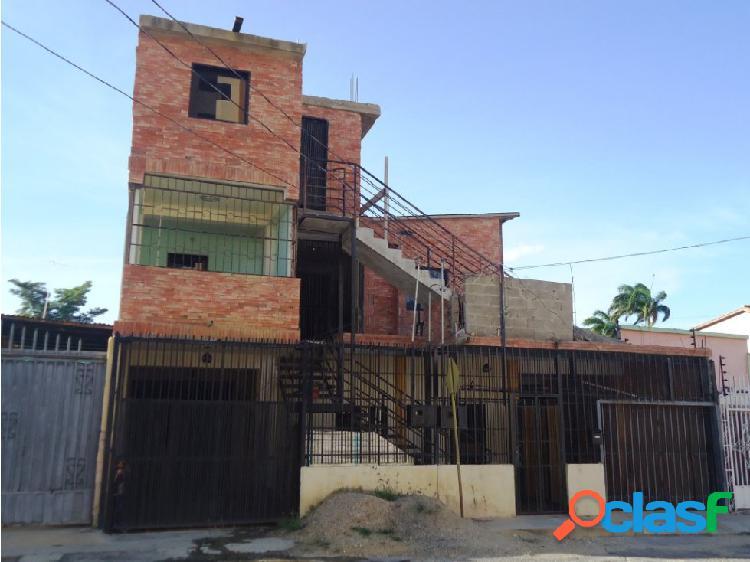 Casa en Alquiler con entrada Independiente. Oeste