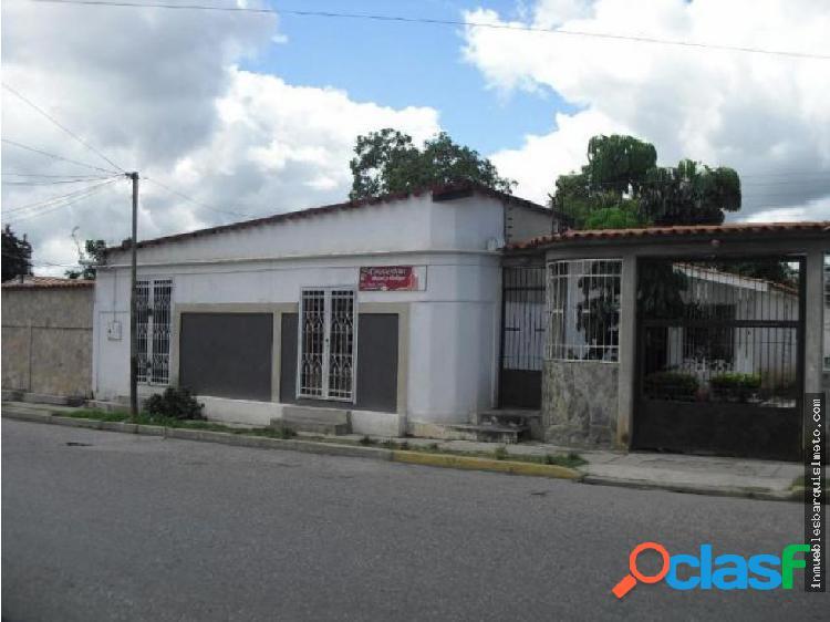 Casa en Venta Chucho Briceño Cabudare 18-5174