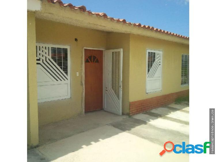Cómoda Casa Ubicada en el Sector El Oasis