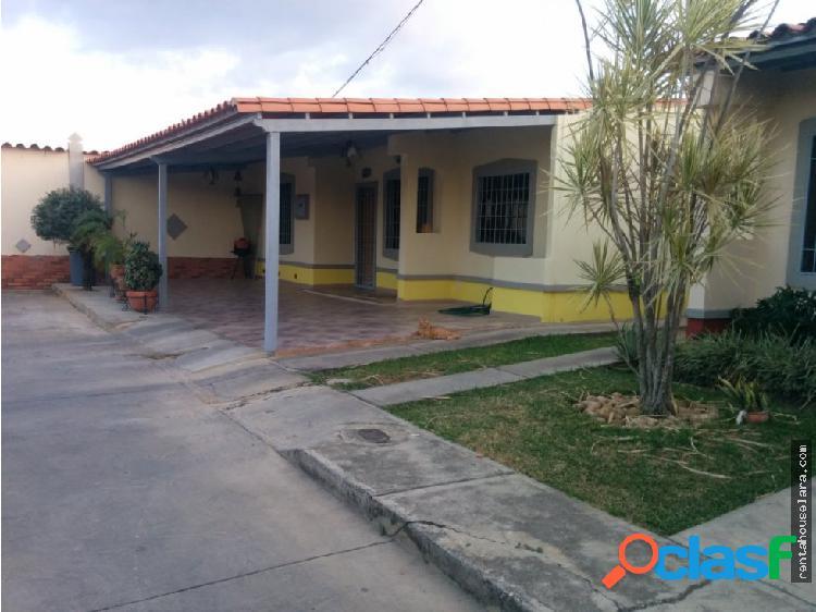 Comoda Casa en La Piedad Norte Cabudare 18-2953