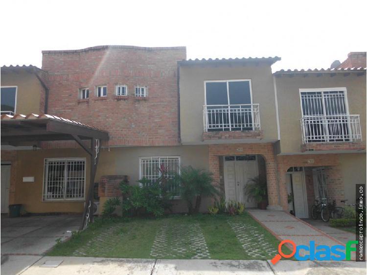 ESPECTACULAR, LUJOSO Y AMOBLADO TOWN HOUSE RINCON
