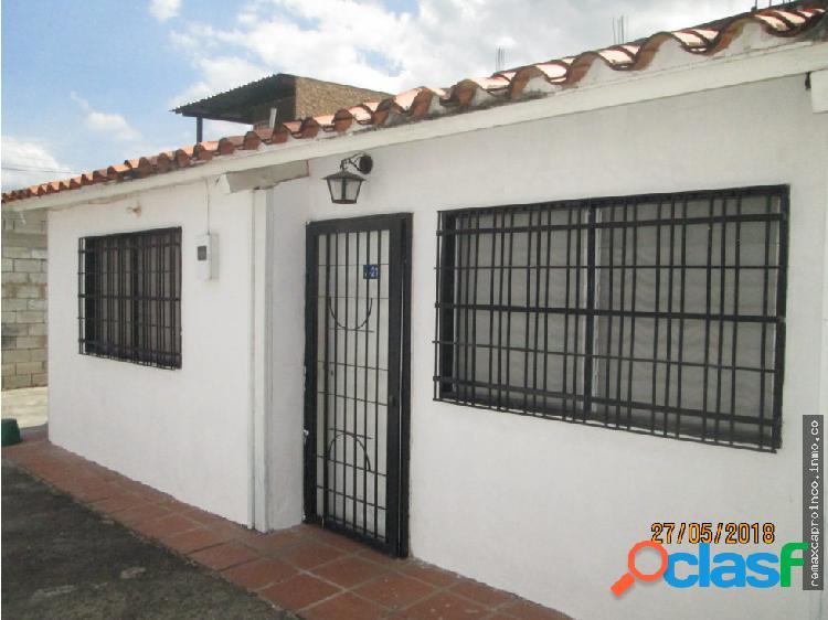 En Venta Casa Urb Montaña Fresca, Maracay