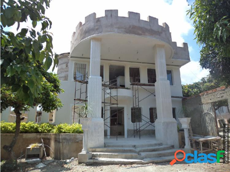 Hermoso Castillo para uso comercial o residencial