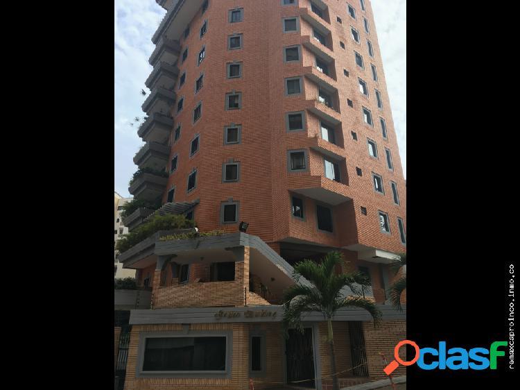 Imponente apartamento en urbanización el Parral