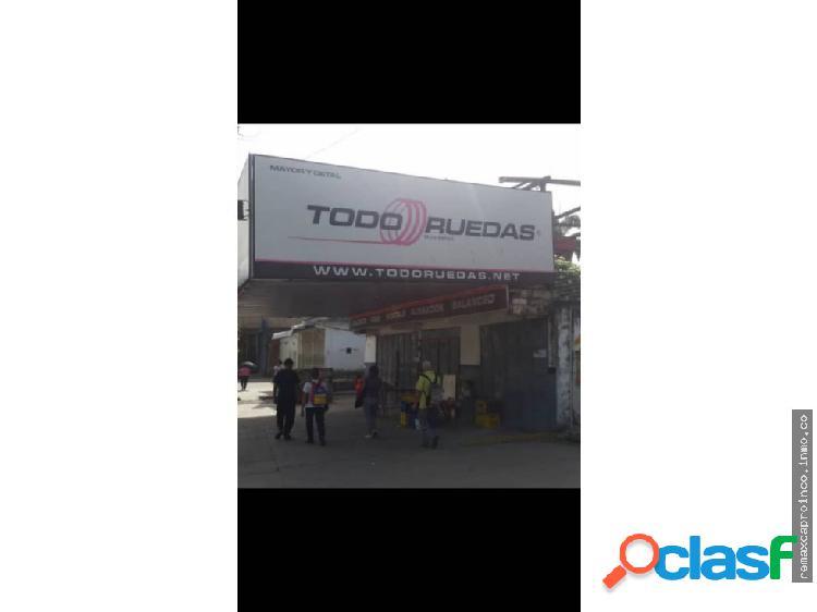 Local Comercial en el Barrio Los Naranjos