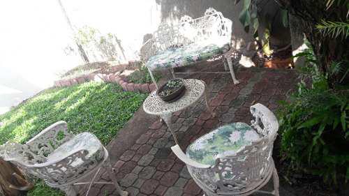 Muebles De Jardin En Hierro Fundido. Cojines Nuevos.