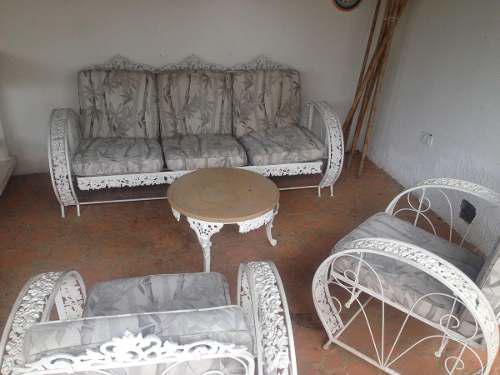 Muebles De Jardin. Sofa, Poltronas Y Mesa