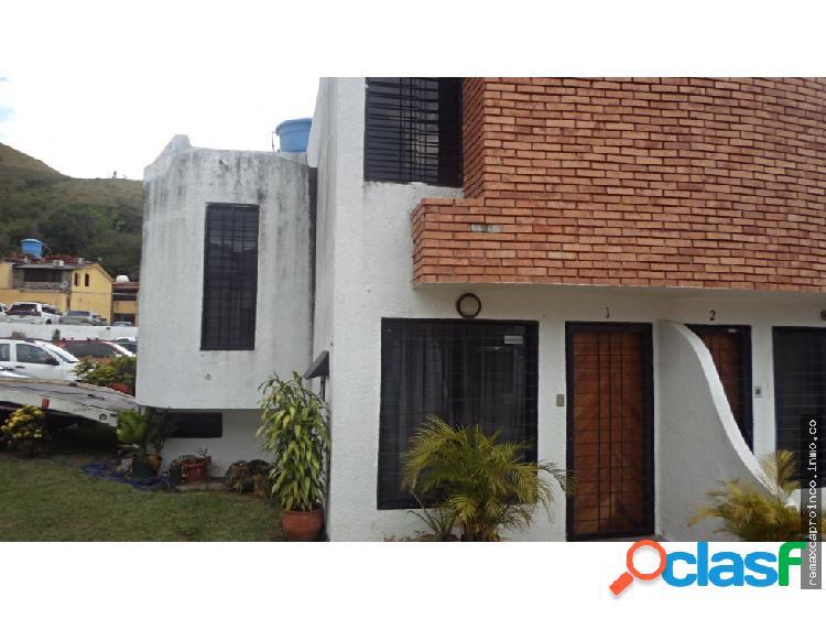 TOWN HOUSE EN ALTOS DE LA ESMERALDA