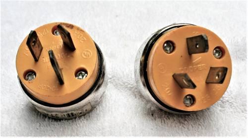 Tomas Electricas Macho - 220 Voltios/20 Amperios - Cooper