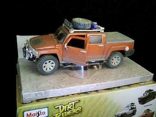 Carro Maisto Hummer Serie Dirt Riders 1/26