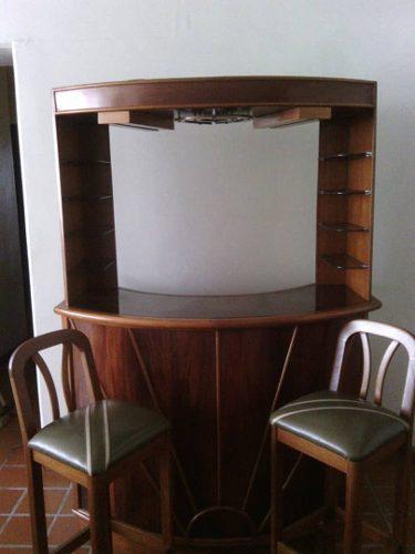 Bar De Madera De Caoba Con 2 Banco