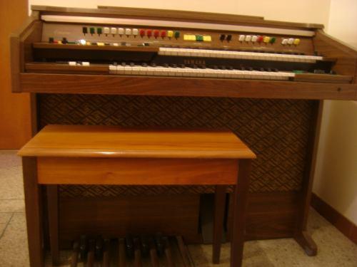 Organo Yamaha B75