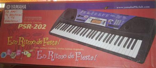 Organo Yamaha Con Su Cargador Original