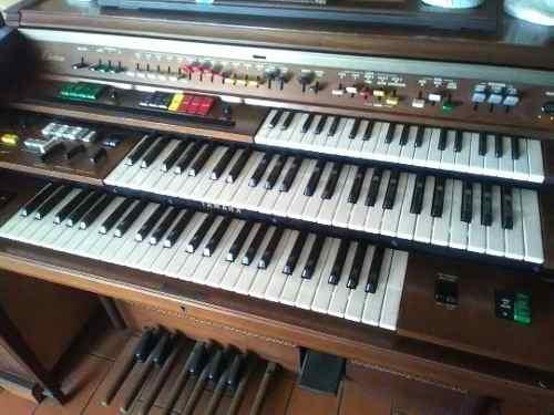 Organo Yamaha Modelo Dk-40 Ci De Tres Teclados