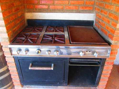 Cocina Industrial De 4 Hornillas Con Plancha Y Horno