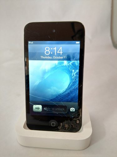 Ipod Touch 4ta Generación - 16 Gb - Detalle En Mica