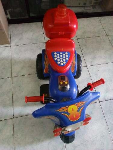 Moto Triciclo A Bateria, Para Niño Casi Nueva