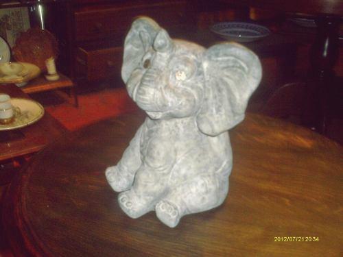Escultura Antigua En Cemento El Elefante Buen Estado