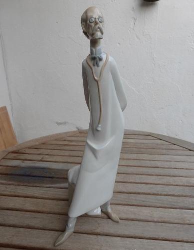 Figura En Porcelana Lladró Médico (doctor)