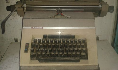 Maquina De Escribir Antigua Marca Adler