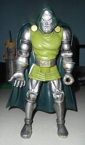 Marvel Toy Biz  Figura De Dr. Doom De 26 Cm De Alto