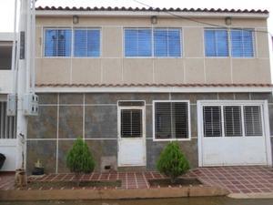 Casa en venta en sector Los Samanes en San Francisco