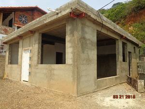 Se vende casa en Valera en obra gris, via a La Puerta