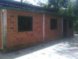 Vendo amplia casa en lagunetica los teques