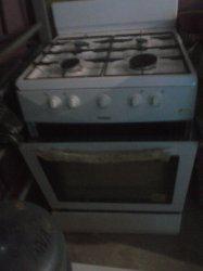 Cocina Haier de 4 hornillas, con horno, casi nueva, un mes