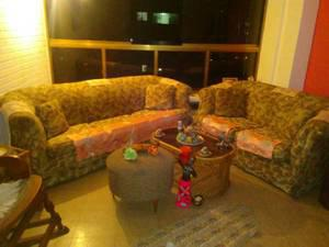 Vendo muebles sofas de sala, con tela china con mesa