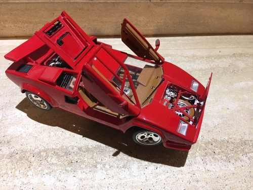 Carro A Escala 1/18 Lamborghini Countach